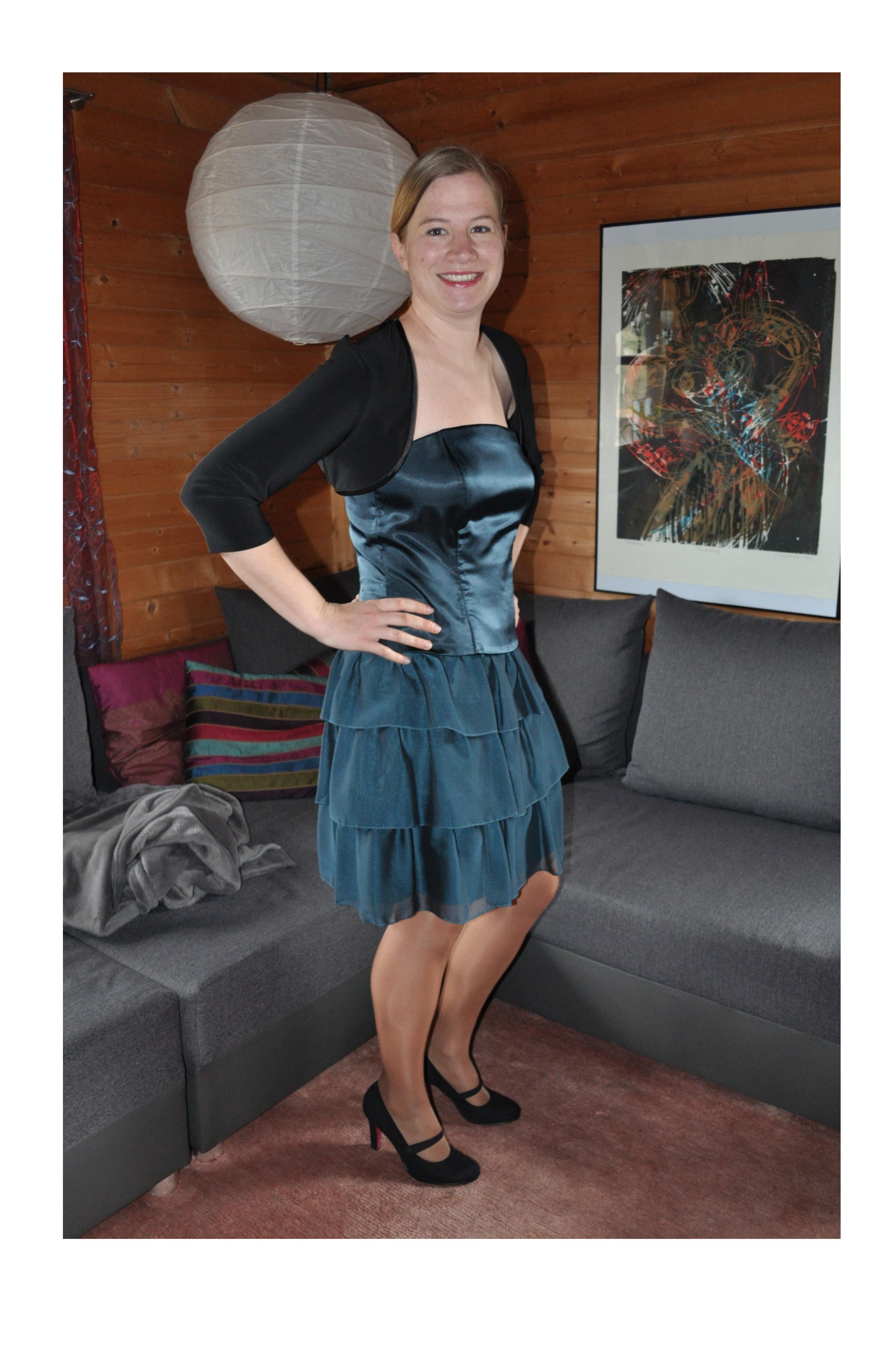 Sarah in ihrem Kleid